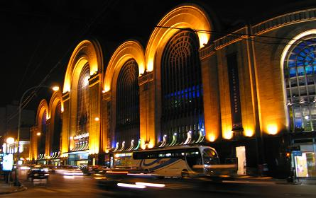 Abasto mall beautifully lit up by night