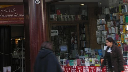 A typical Avenida Corrientes bookstore
