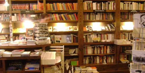 Boutique del Libro: Unsurprisingly, full of books