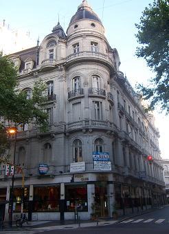 Corner apartment rental in Buenos Aires