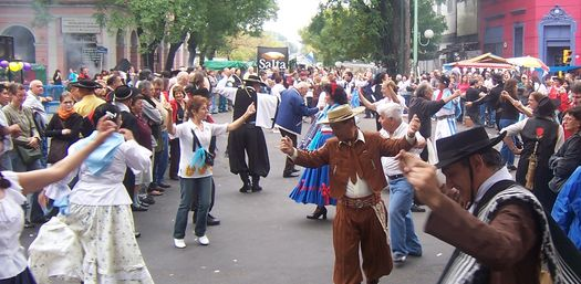 Folkloric dancing at the Feria de Mataderos