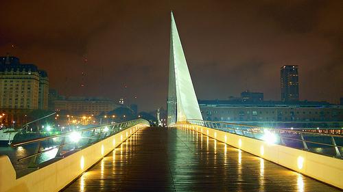 Puente de la Mujer Puerto Madero at night