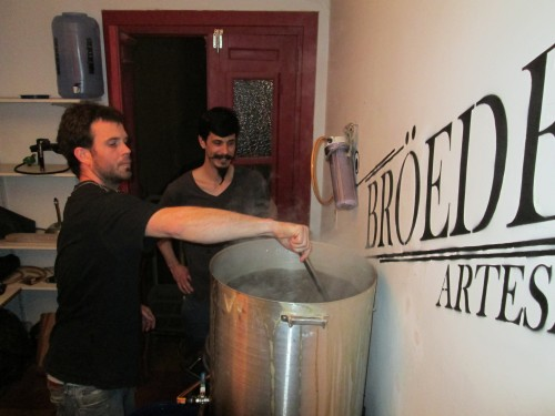 The Terren brothers brewing Broeders beer in Argentina
