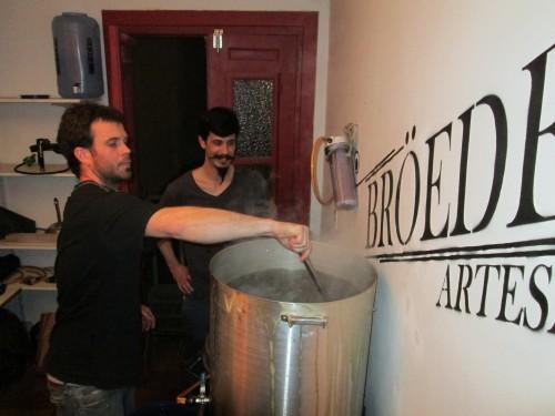The Terren brothers brewing Broeders beer in Argentina